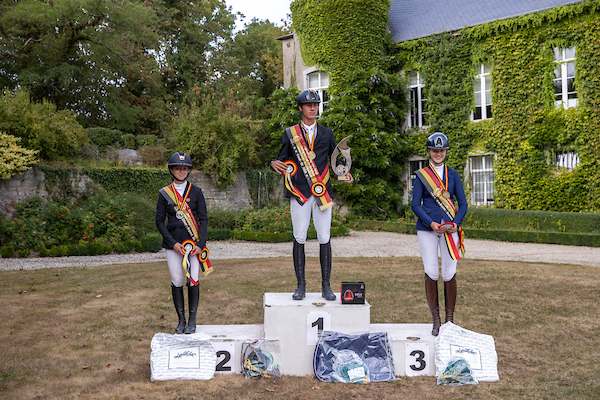 podium_juniors-arvi20b10906.jpg